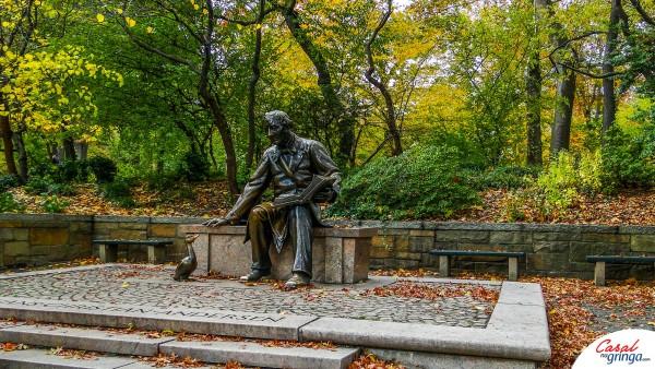 A estátua do contador de histórias