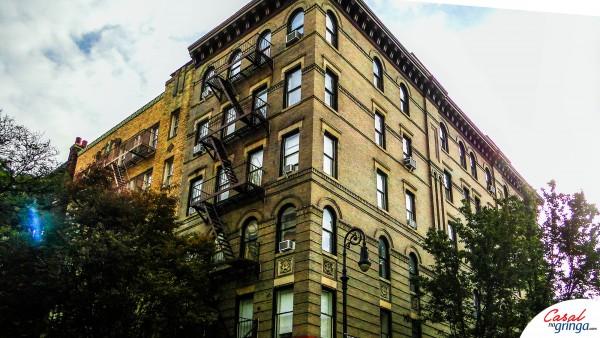O famoso prédio do seriado FRIENDS. Fica na esquina das ruas Groove St com a Bedford St.