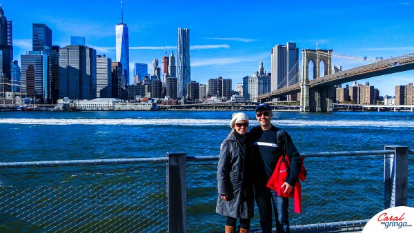 A linda vista de Manhattan no Brooklyn Bridge Park