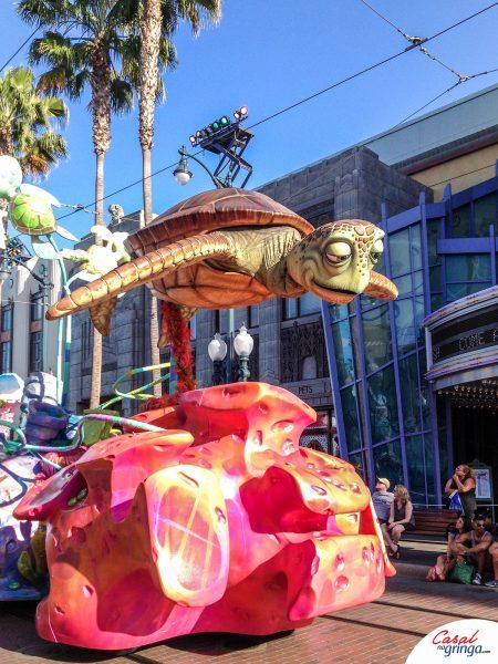 Procurando Nemo na Parada da Pixar