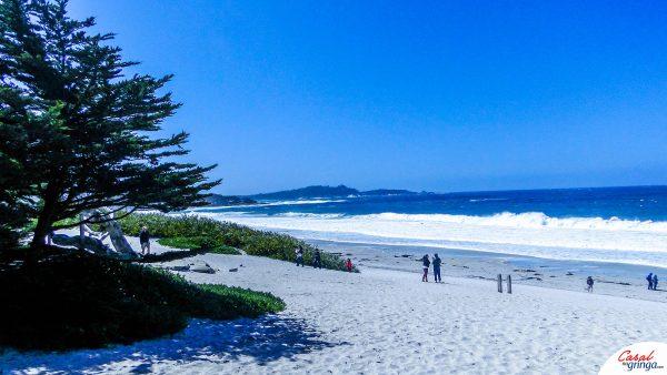 Linda praia na região central de Carmel