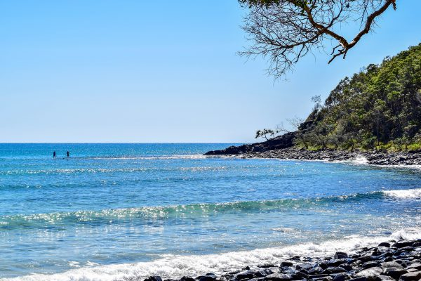 Uma das praias ao longo da costa do parque. Paraíso!